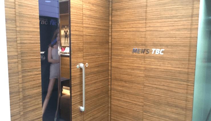 メンズTBC(メンズティービーシー)難波店の入り口外観のドア